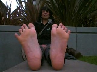 可愛的女孩與熱臭的腳新鮮出靴