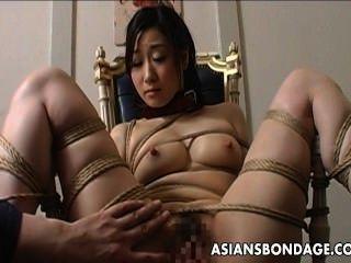 極端奴役和假陽具他媽的亞洲寶貝