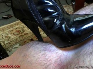 在黑靴pussy崇拜和驢子吃的riley