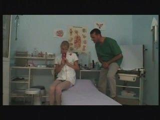 年輕歐洲護士手淫和他媽的在工作