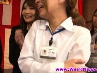 日本年輕辣妹擠奶辣妹美麗的胸部