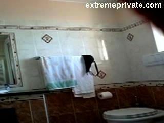 隱藏的凸輪我的裸體媽媽在我們的浴室