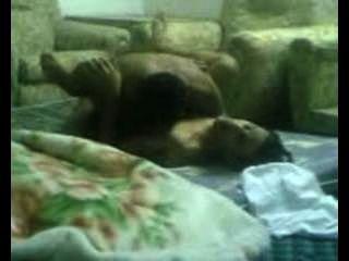 阿拉伯人他媽的在客廳裡。