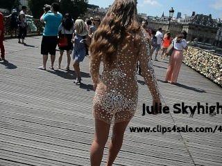 julie skyhigh巴黎:裸體在透明服在公眾在高跟鞋
