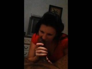 黑髮吸黑公雞,而在電話給媽媽
