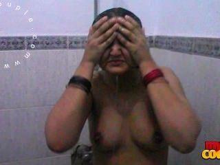 性感的大山雀印度妻子索尼亞洗澡記錄由丈夫