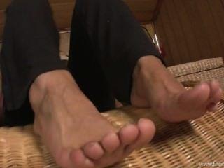 溫暖的腳在臭襪子