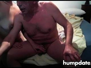 老人得到好的handjob由他的妻子