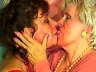 極端反常的奶奶cumswap由satyriasiss