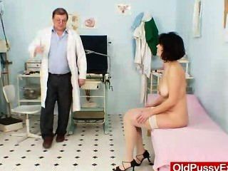 wifey成熟的lousy窺器畸形檢查