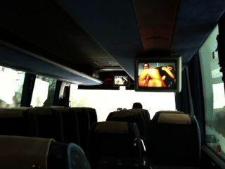 """看著公共汽車上的色情。舞池""""心跳"""""""
