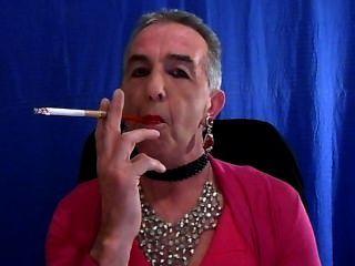 sissy吸煙新的粉紅色的連衣裙