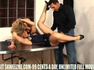 布魯克林李吮吸他媽的,把它的屁股充分的場面