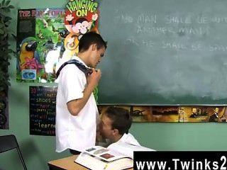 同性戀夾子的灰塵和利奧頁是兩個男生卡住