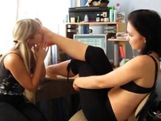 業餘女同性戀的腳崇拜