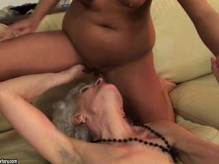 舔她的角質奶奶的毛茸茸