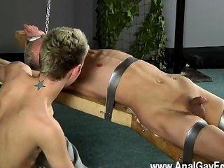 驚人的同性戀現場教務長發癢,熔化的蠟澆在他的招標