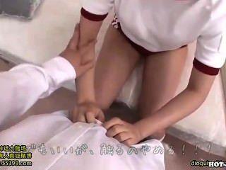 日本女孩附魔熱成熟女人在kitchen.avi