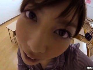 日本女孩誘惑在床room.avi的迷人的女牛仔