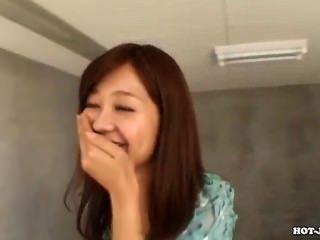 日本女孩誘惑jav母親在subway.avi