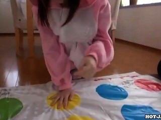 日本女孩手淫與性感的私人老師sofa.avi