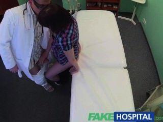 fakehospital醫生通過口交和他媽的解決病人抑鬱症
