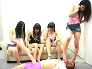 日本屈辱一個愚蠢的人