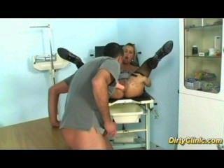 角質妓女他媽的她的婦產科醫生