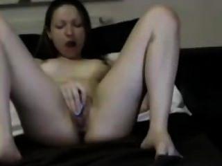 角質的年輕女孩手淫和cuming