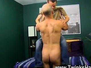 gay cock幸運的是phillip知道怎麼感謝他的爸爸最好: