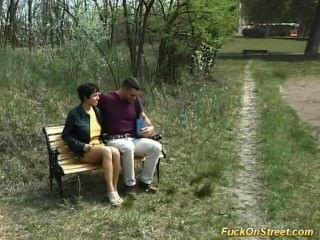 蕩婦得到肛門他媽的在公園